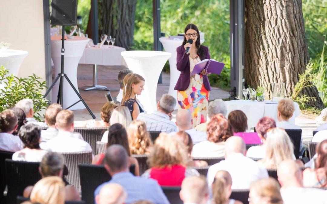 Traurednerin Yvonne Lukoswksi gibt Tipps für eine freie Trauung