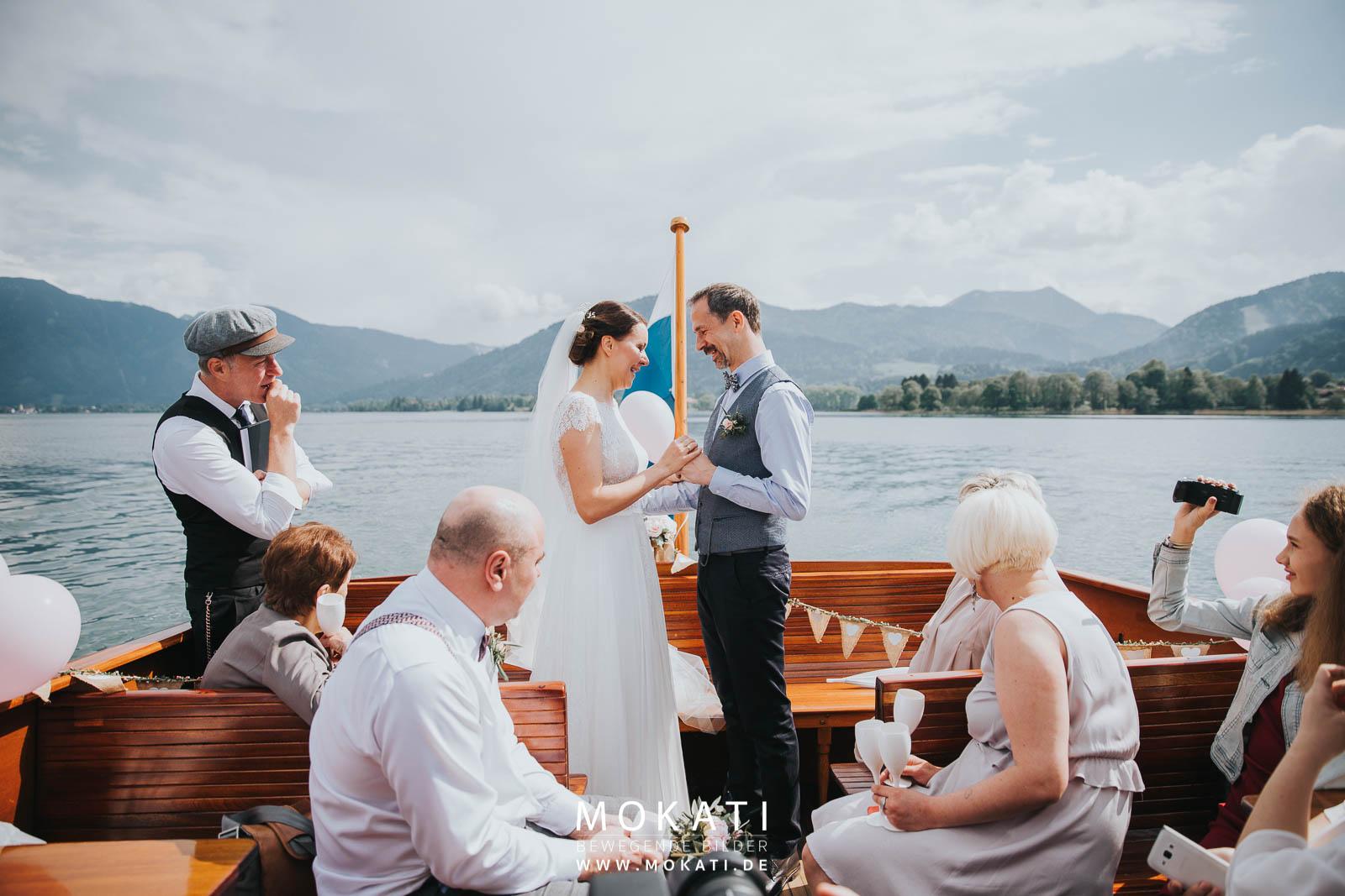 Frei Trauung auf einem Boot auf dem Chiemsee mit Strauss und Fliege
