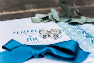Hochzeitspapeterie und selbstgeschmiedete Hochzeitsringe